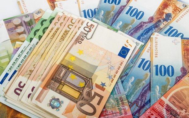 نرخ یورو کاهش یافت، دلار 4227 تومان شد