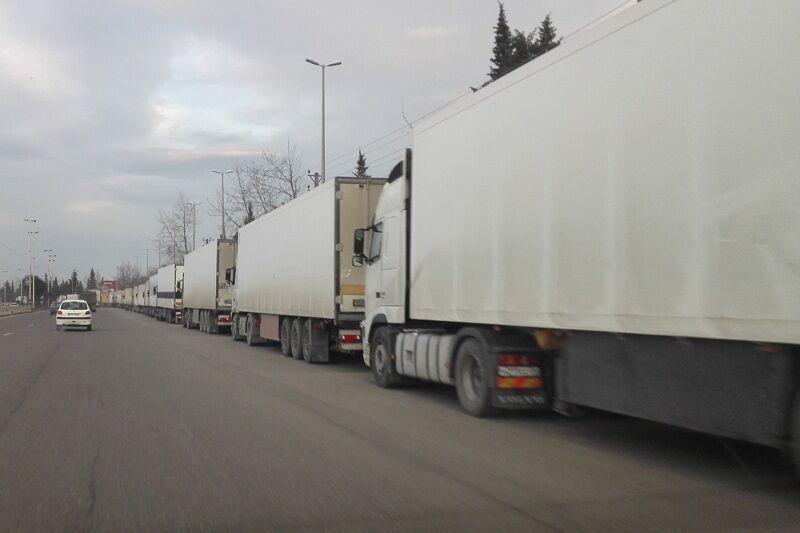 خبرنگاران معطلی کامیون ها در مرز آستارا و ضرورت کاهش ارسال بار