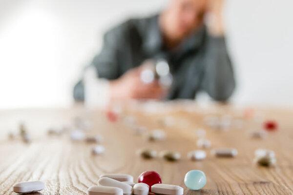 مردم از مصرف خودسرانه دارو و خوددرمانی پرهیز نمایند