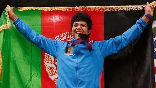 نقدها مردمی به چاپ نشدن عکس تنها مدال آور المپیک افغانستان در کتاب درسی