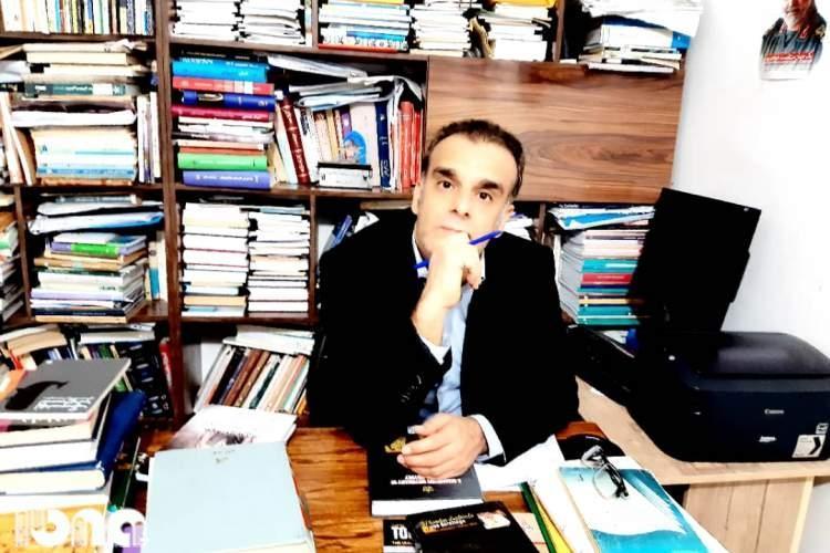 آرکائیسم و کهن گرایی در اشعار علی اکبری جایی ندارد