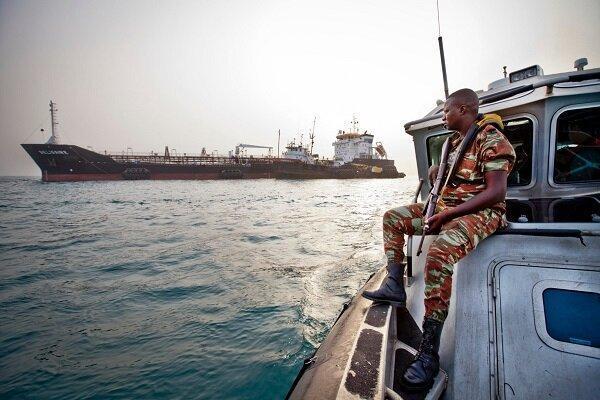 دزدان دریایی 15 خدمه یک کِشتی را در خلیج گینه ربودند