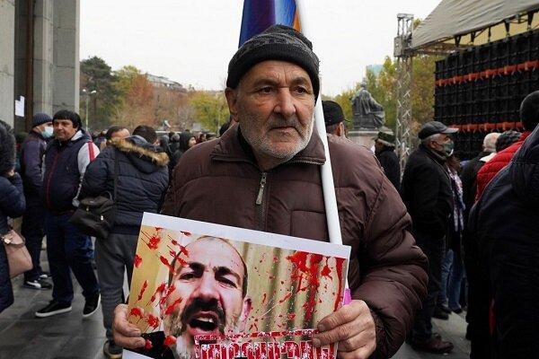 معترضان به خیابان های ایروان آمدند