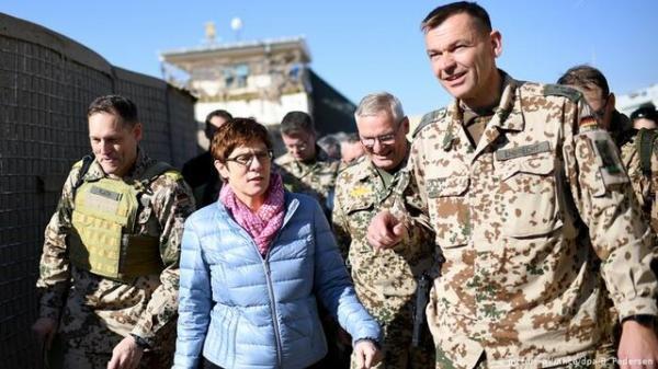 وزیر دفاع آلمان: نیروهایمان را با هم از افغانستان خارج می کنیم