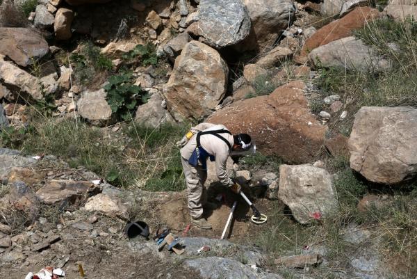 کشتار مین روبان در افغانستان، کابل: کار طالبان است، طالبان: کار داعش است
