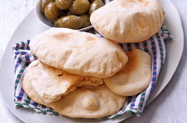 طرز تهیه نان پیتا با 2 دستور