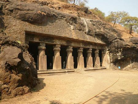 غارهای الفنتا، از جاذبه های تاریخی بمبئی